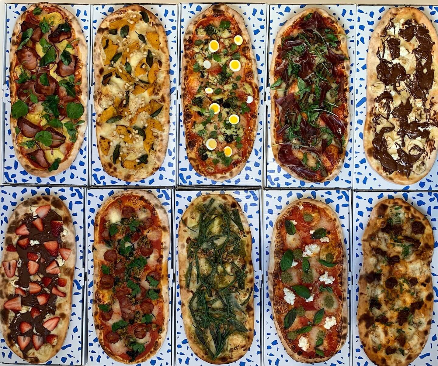 PizzaGira Pizzas with boxes